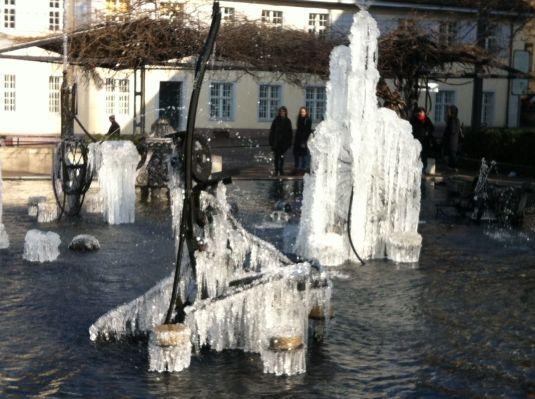 Tinguelybrunnen