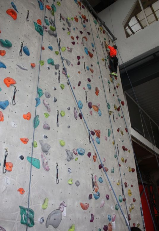 Sohn 3 in der Wand
